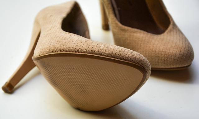 buty nude dla niskiej osoby